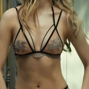 FL&L Noemi strappy bra and thong set
